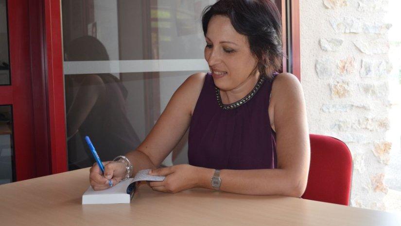 Entretien avec  Yamina Mazzouz Auteure de polar franco Algérienne qui monte, quimonte
