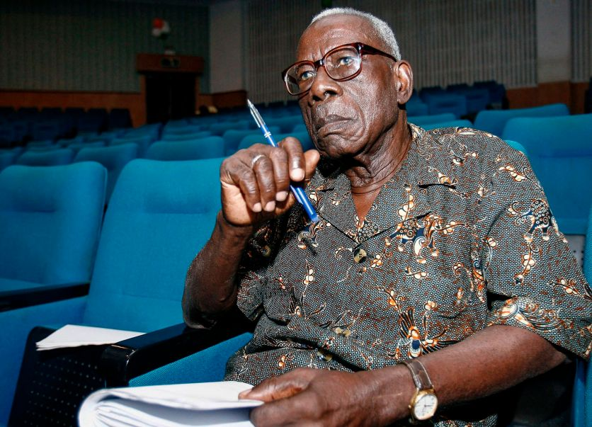 """Ivorian writer Bernard Binlin Dadie looks on, in Abidjan, on January 12, 2007. - Known as the """"father of Ivorian literature"""", Dadie died at the age of 103 on March 9, 2019. (Photo by ISSOUF SANOGO / AFP)"""